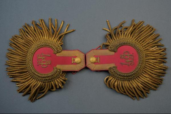 A pair of epaulets for a Colonel of the 4th Finland Rifle Regiment - dating: Late [...]
