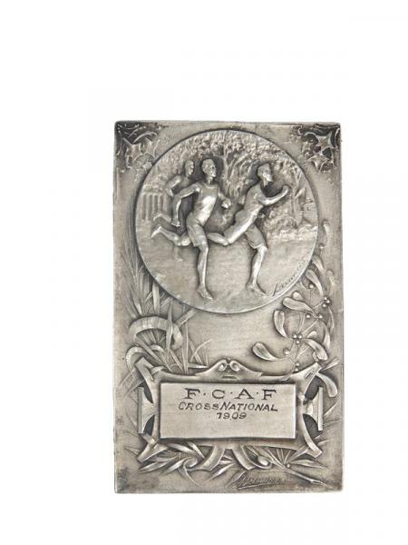 Brennus. Plaquette en argent rectangulaire du Cross-National 1909 de la FCAF. Avers [...]