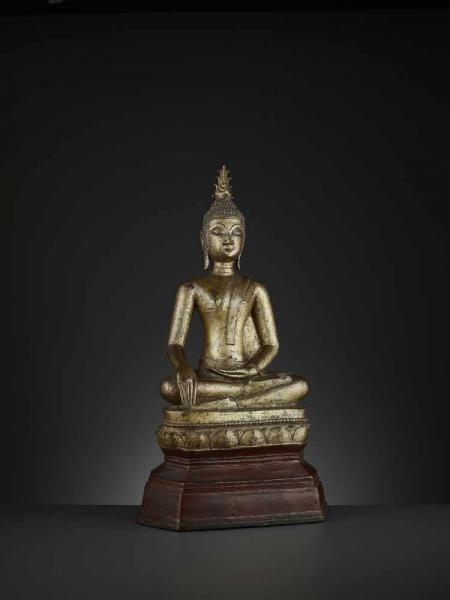 A GILT BRONZE STATUE OF BUDDHA SHAKYAMUNI Laos, 17th – 18th century. Massively cast [...]