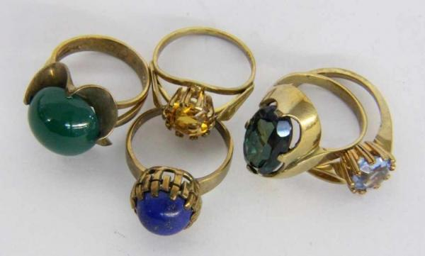 ''A LOT OF 5 LADIES RINGS 333/000 yellow gold with gemstones. Gross weight approx. 19