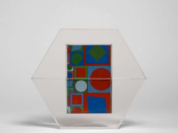 Victor VASARELY 1906 - 1997  - Hexagone - 1988  - Sculpture de plexiglass contenant 4 [...]