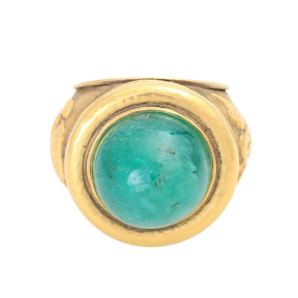 Damen-/Herrenring. Bes. mit 1 Smargad-Cabochón ca. 24,00 cts. in Naturfarbe.GG 14 K. [...]