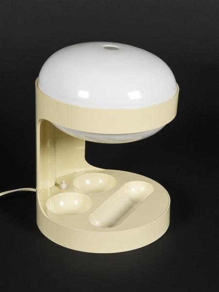 Joe COLOMBO (1930-1971) Lampe de table modèle KD29 à cache-ampoules globulaires en [...]