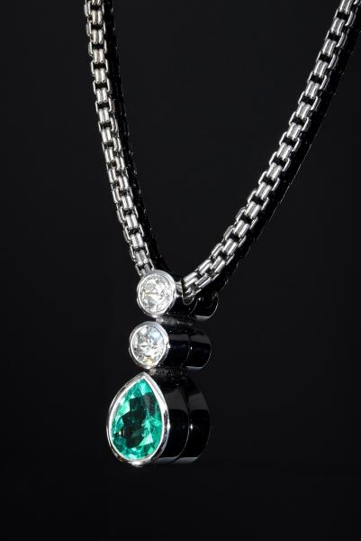 Classic modern WG 750 necklace with a pendant, set with 2 old-cut diamonds (1 x [...]