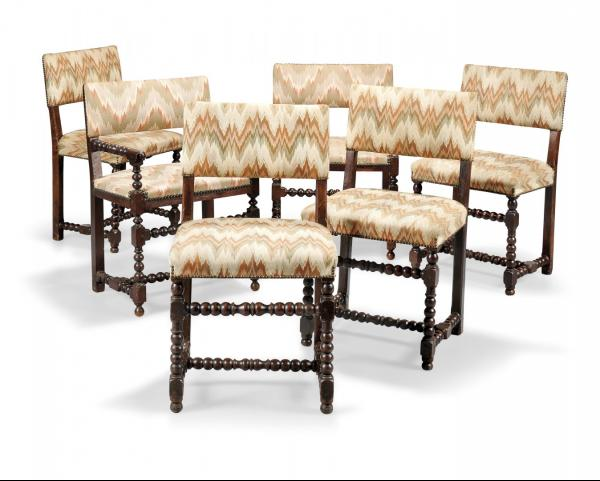 GROUP OF TWO ARMCHAIRS AND FOUR CHAIRS  17TH CENTURY  - Turned walnut, upholstered in [...]