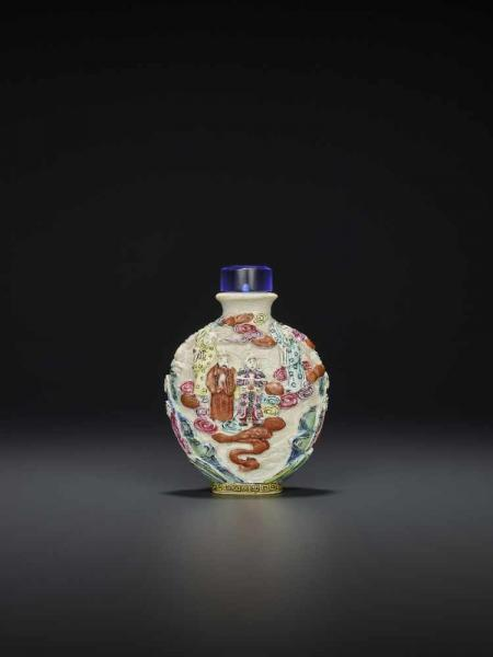 A MOLDED PORCELAIN SNUFF BOTTLE China, Jingdezhen kilns, 1780-1860. Finely enameled with a