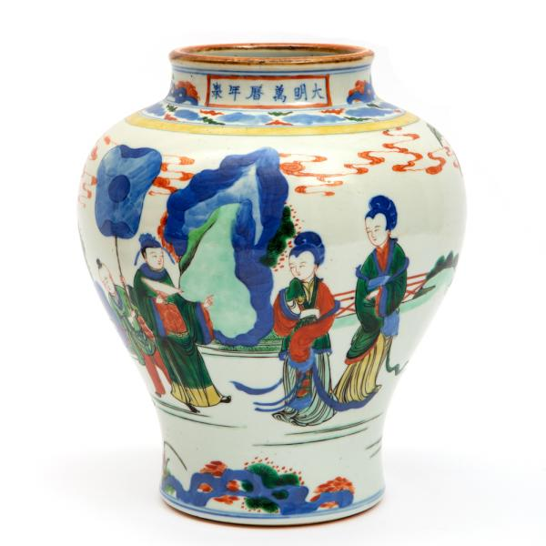 A famille verte vase with figures, Ca. 19th century, China, Decorated in underglaze [...]
