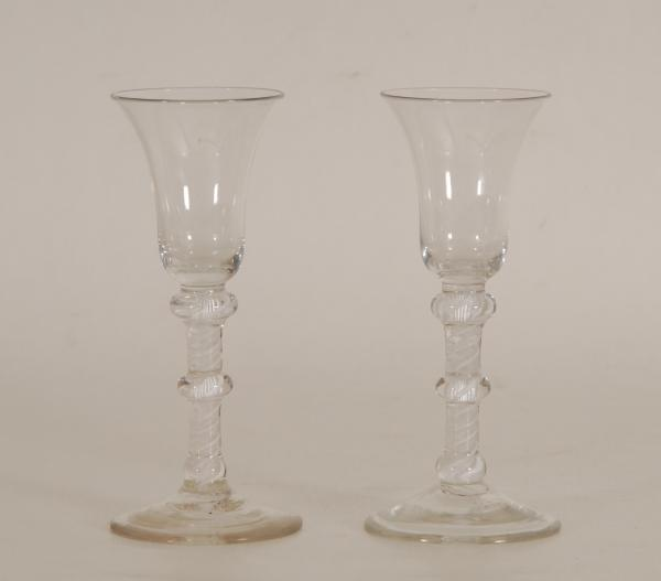 Paire de verres 'Air Twist'  - Pied filigrané.  - H. 17,5 cm.  -  -