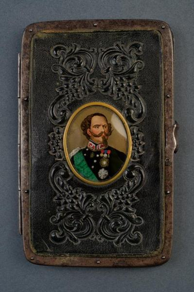 A patriotic cigarette case - dating: 19th Century provenance: Italy, In leather, [...]