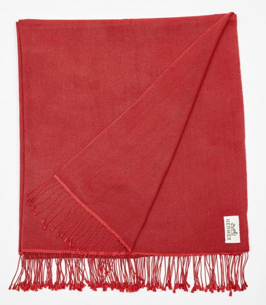 HERMÈS PARIS  -   - A SCARF made of red wool. With fringe at the ends.  - 206 x 93 [...]