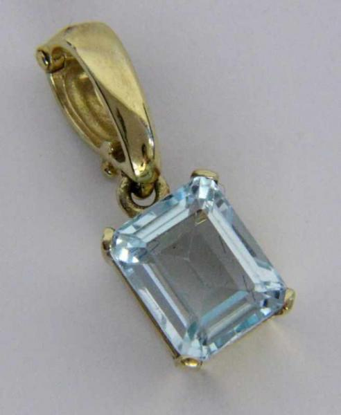 ''A PENDANT 585/000 yellow gold with aquamarine, approx. 9 x 7 x 5 mm. Gross weight [...]