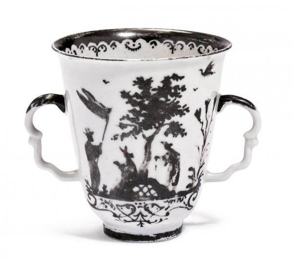 BEAKER WITH CHINOISERIE DECORATION IN AUGSBURG SILVER  - Meissen, ca. 1720-25.  - Two [...]