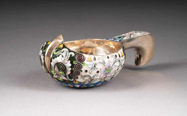 CLOISONNÉ-EMAIL-KOWSCH 2. Hälfte 20. Jh. Silber, Email. L. 11 cm, 91 g. Russische [...]