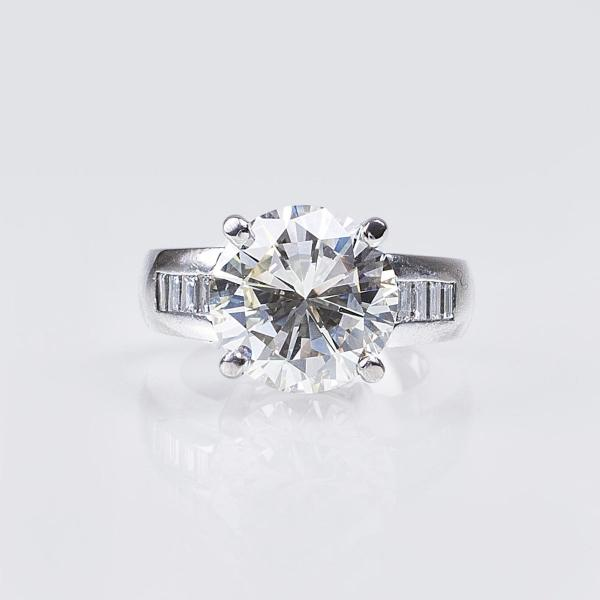 An extraordinary highcarat Solitaire Diamond Ring18 ct. white gold, marked, MM: [...]