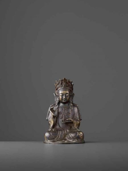 A FINELY CAST BRONZE GUANYIN, MING China, 1368-1644. The figure seated in padmasana, [...]
