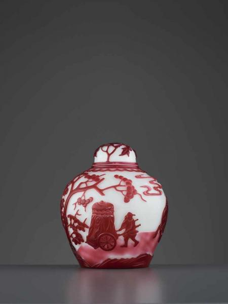 A MAUVE-PINK OVERLAY GLASS JAR, QING China, 1800-1880. The rounded sides carved and [...]