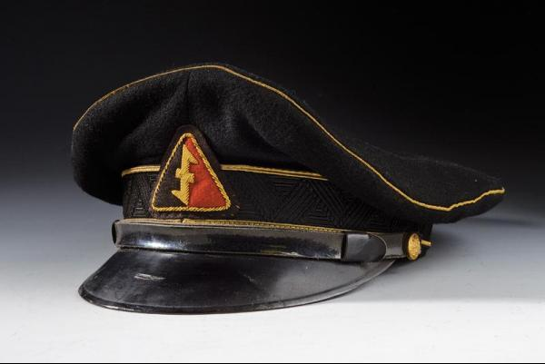 A NSB peaked cap - dating: 20th Century provenance: Holland, In black cloth, with [...]