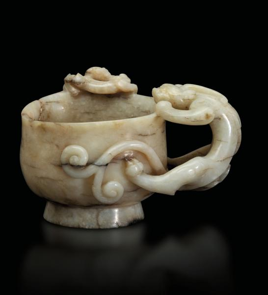 A carved jade cup, China, Ming Dynasty - 17th century. 8x9.5cm -