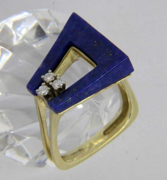 ''A LADIES RING 585/000 yellow gold with lapis lazuli and 3 brilliant cut diamonds. Ring