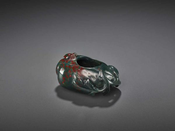 A JASPER BRUSH WASHER, QING China, 1780-1880. Elegant openwork carving in form of a [...]