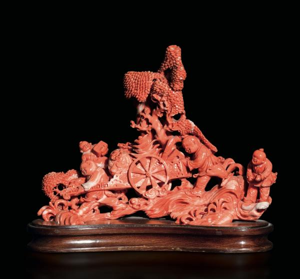 A carved coral group, China, early 1900s - Gross weight 854gr, 18.5x21cm -
