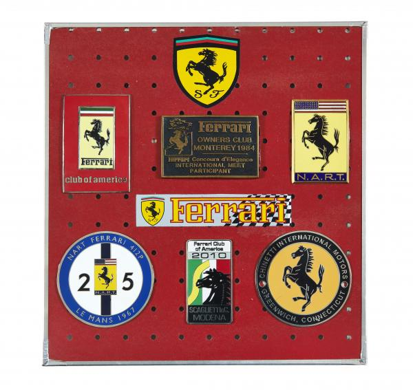 FERRARI   - Ensemble de 6 badges et écussons - U.S.A.  - Ferrari Club of America, [...]