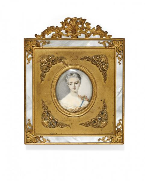 FEMALE MINIATURE  PROBABLY FRANCE, EARLY 19TH CENTURY  - Pastels on paper, in elegant [...]