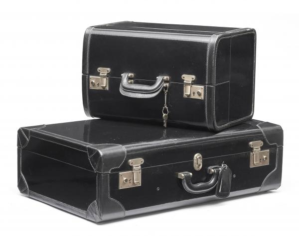PRADA  -   - A LOT OF 2 SUITCASES. 1 large classic suitcase and 1 smaller suitcase. [...]